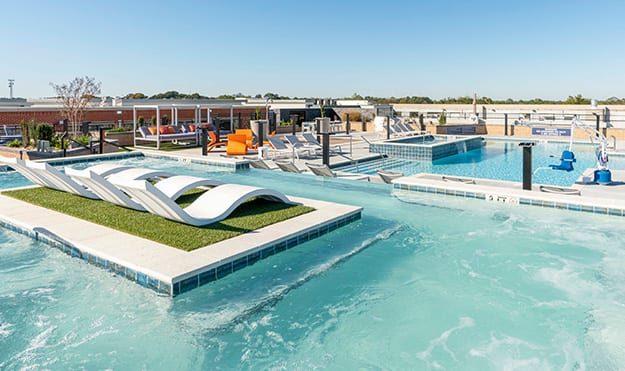 Rooftop Pool & Deck